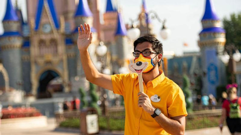 A Disney cast member brings new meaning to service with a smile