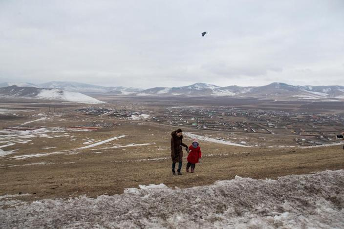Pollution in Ulaanbataar is so bad that parents have little choice but to evacuate their children to the countryside (AFP Photo/BYAMBASUREN BYAMBA-OCHIR)