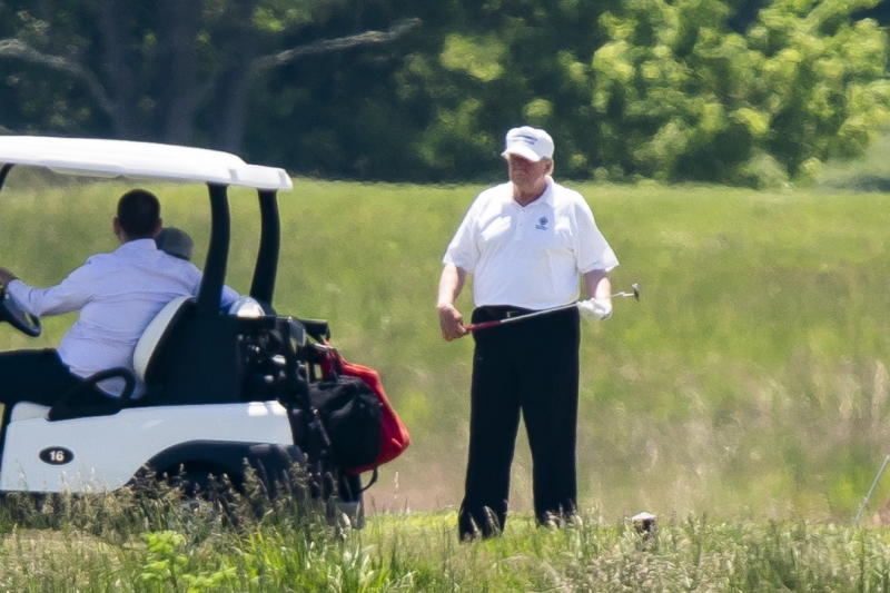 Coronavirus: Trump golfs while 2014 comes back to haunt him