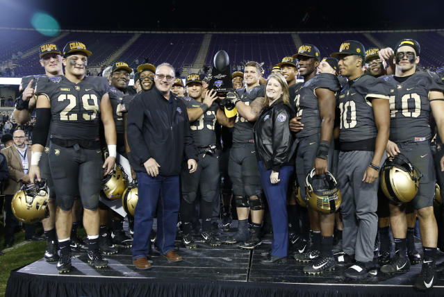 Army teammates pose with the trophy following their team's 70-14 win over Houston in the Armed Forces Bowl NCAA college football game Saturday, Dec. 22, 2018, in Fort Worth, Texas. (AP Photo/Jim Cowsert)