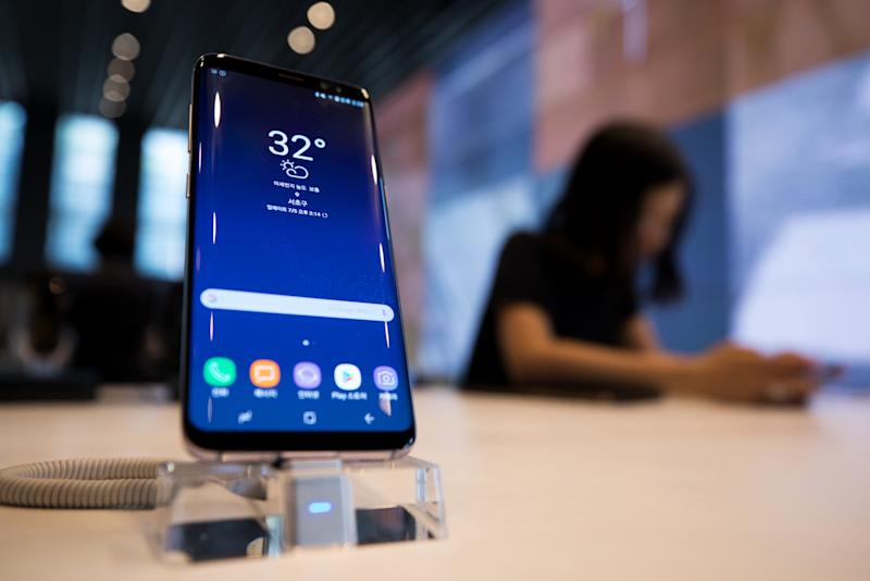 Samsung Phone Users Perturbed to Find They Can't Delete Facebook