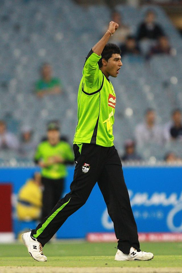 MELBOURNE, AUSTRALIA - JANUARY 08:  Gurinder Sandhu of the Thunder celebrates the wickdet of David Hussey of the Stars during the Big Bash League match between the Melbourne Stars and the Sydney Thunder at Melbourne Cricket Ground on January 8, 2013 in Melbourne, Australia.  (Photo by Robert Prezioso/Getty Images)