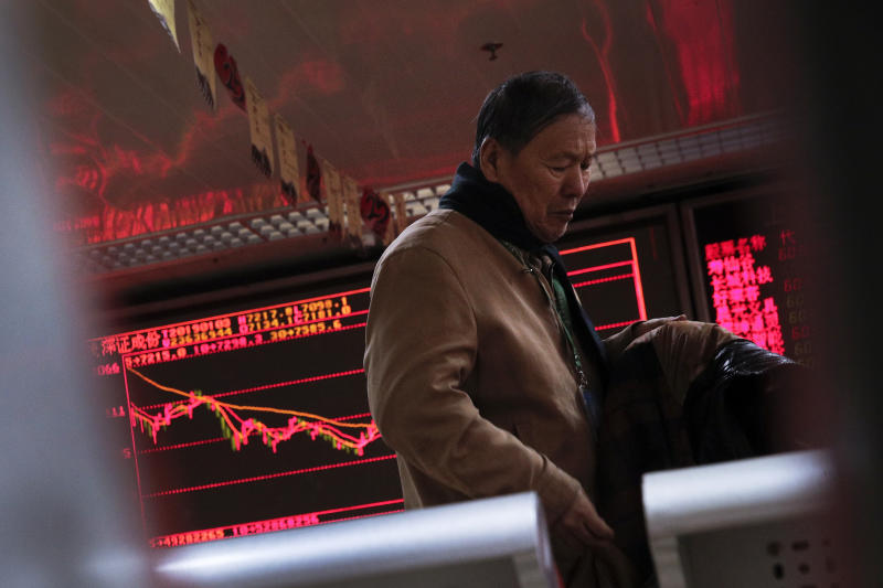 Asia shares mixed, Shanghai gains after Apple sales warning