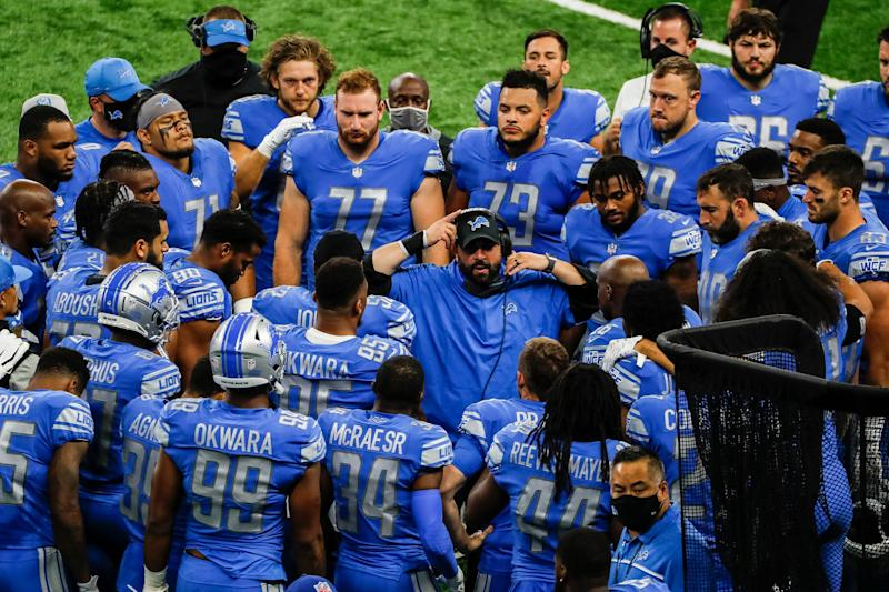Lions coach Matt Patricia talks to players in a huddle during the first half at Ford Field on Sunday, Sept. 13, 2020.