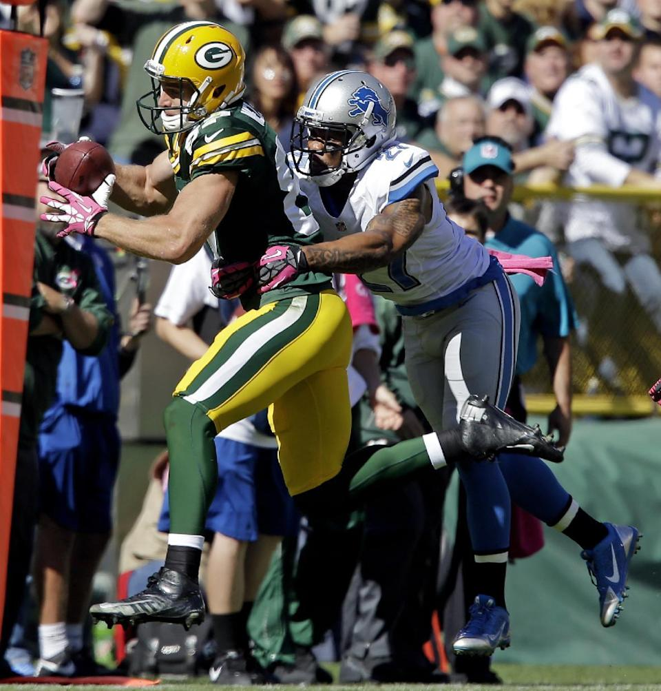 Green Bay Packers' Jordy Nelson catches a pass in front of Detroit Lions' Glover Quin during the first half of an NFL football game Sunday, Oct. 6, 2013, in Green Bay, Wis. (AP Photo/Jeffrey Phelps)