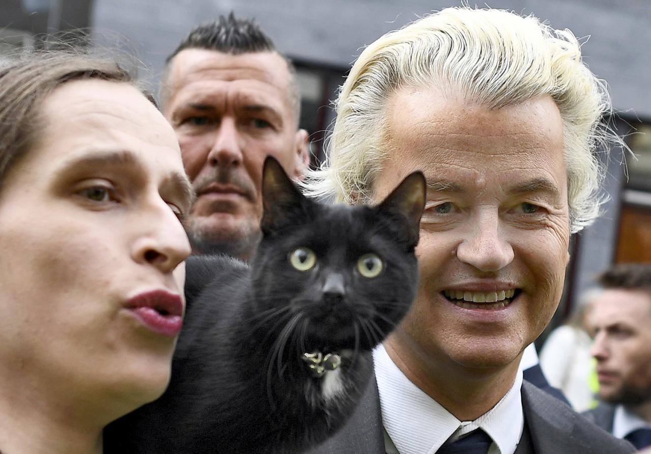 <p>Dutch far-right politician Geert Wilders of the PVV party poses with woman and a cat as he campaigns in Heerlan, Netherlands, March 11, 2017. (Photo: Dylan Martinez/Reuters) </p>