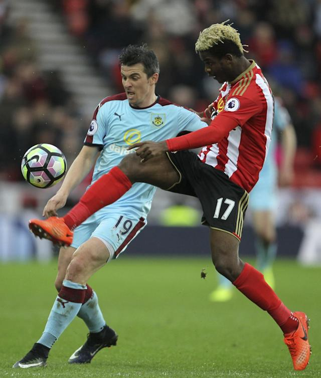 <p>Burnley's Joey Barton, left and Sunderland's Didier Ibrahim Ndong battle for the ball, during the English Premier League soccer match between Sunderland and Burnley </p>