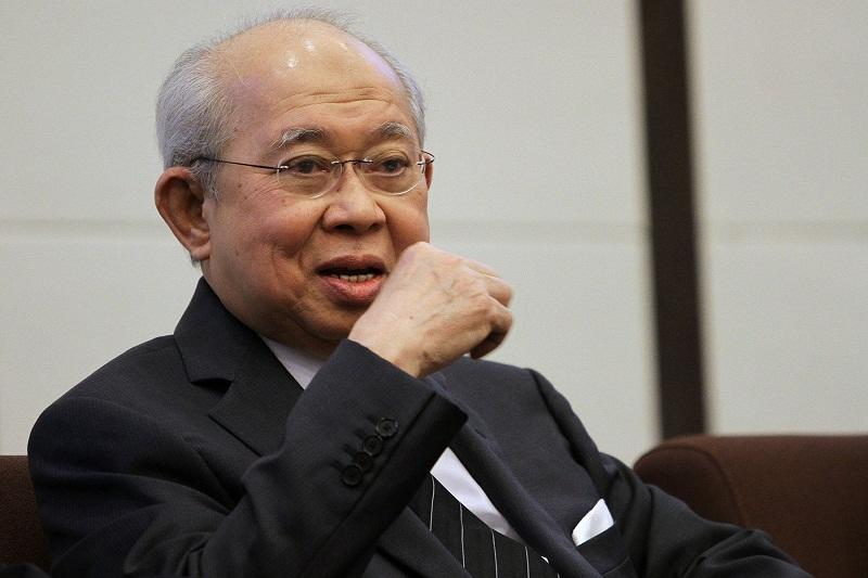 Tan Sri Tengku Razaleigh Hamzah said today Datuk Seri Najib Razak has every right to voice out his opinions without restrictions, as he is still an MP. — Picture by Yusof Mat Isa