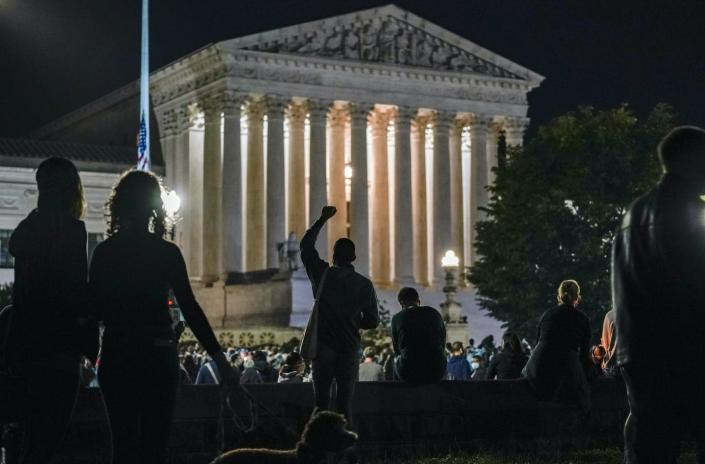 """<span class=""""caption"""">People gather outside the U.S. Supreme Court building as news spread of Associate Justice Ruth Bader Ginsburg's Sept. 18 death.</span> <span class=""""attribution""""><a class=""""link rapid-noclick-resp"""" href=""""https://newsroom.ap.org/detail/Election2020-Ginsburg-TheRage/5dfdc36cccf4402d84bb21e432d8bcbe/photo"""" rel=""""nofollow noopener"""" target=""""_blank"""" data-ylk=""""slk:AP Photo/J. Scott Applewhite"""">AP Photo/J. Scott Applewhite</a></span>"""