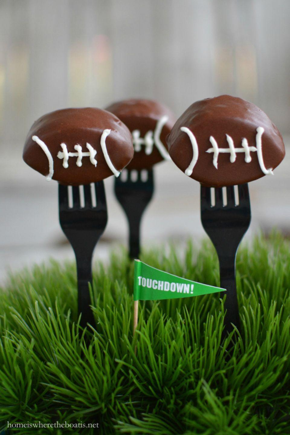 """<p>These touchdown treats are hard to beat.</p><p><strong>Get the recipe at <a href=""""https://homeiswheretheboatis.net/2016/02/05/keep-pounding-football-cake-pops/"""" rel=""""nofollow noopener"""" target=""""_blank"""" data-ylk=""""slk:Home is Where the Boat Is"""" class=""""link rapid-noclick-resp"""">Home is Where the Boat Is</a>.</strong></p>"""
