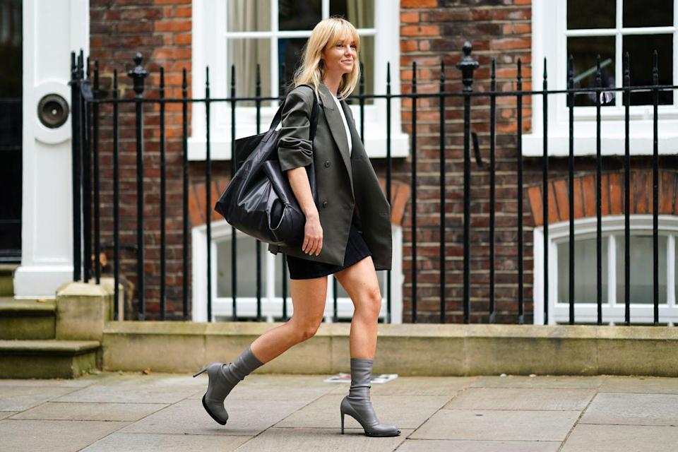<p>Step into the big leagues with a tote bag that carries any and anything. If you're anything like us, every day requires multiple outfit changes. From the gym to the office to drinks after work, a bag like this is a must-have. </p>