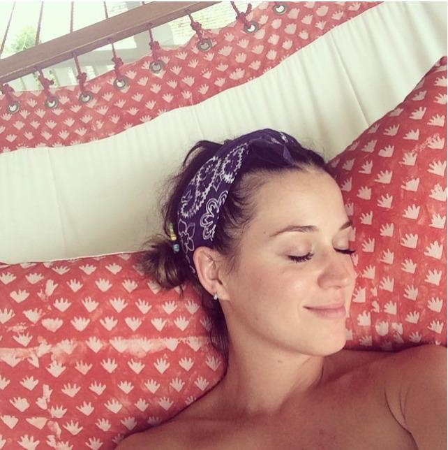 <p>The singer traded her rainbow hair and wild makeup for fresh skin while on vacation. (<i>Photo: Instagram)</i></p>