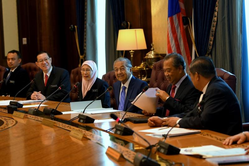 Mahathir (centre) invited senior civil servants to join in the austerity move, but said he would leave this to the discretion of the individual ministries. — Bernama pic