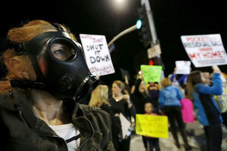 FILE PHOTO - Joni Spiers wears a gas mask while rallying for the permanent shut down of the Aliso Canyon natural gas storage facility near the Porter Ranch neighborhood in Los Angeles, California February 19, 2016. REUTERS/Mario Anzuoni/File Photo