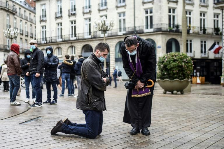 French faithful amid virus