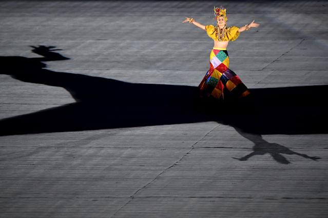 <p>Singer Roberta Sa performs in the 'Heroes of the Games' segment during the Closing Ceremony on Day 16 of the Rio 2016 Olympic Games at Maracana Stadium on August 21, 2016 in Rio de Janeiro, Brazil. (Photo by Pascal </p>
