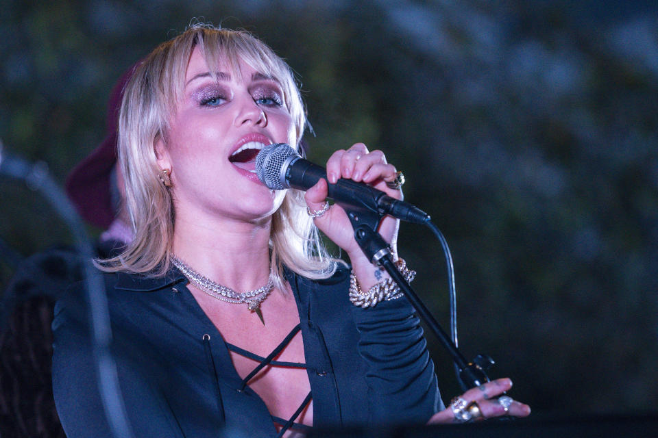 Miley Cyrus performs at the Sunset Marquis on February 08, 2020 in West Hollywood, California. (Photo by Erik Voake/Getty Images)