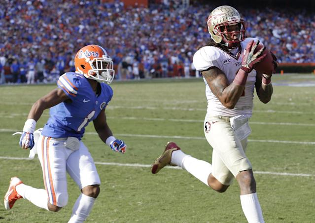 Florida State wide receiver Kelvin Benjamin, right, catches a 4-yard touchdown pass in the end zone in front of Florida defensive back Vernon Hargreaves III (1) during the second half of an NCAA college football game in Gainesville, Fla., Saturday, Nov. 30, 2013.(AP Photo/John Raoux)