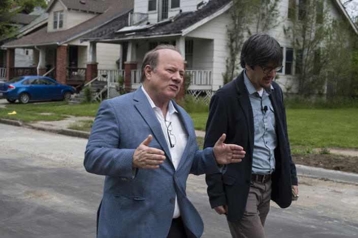 Detroit Mayor Mike Duggan with Yahoo reporter David Knowles. (Photo: Brittany Greeson for Yahoo News)