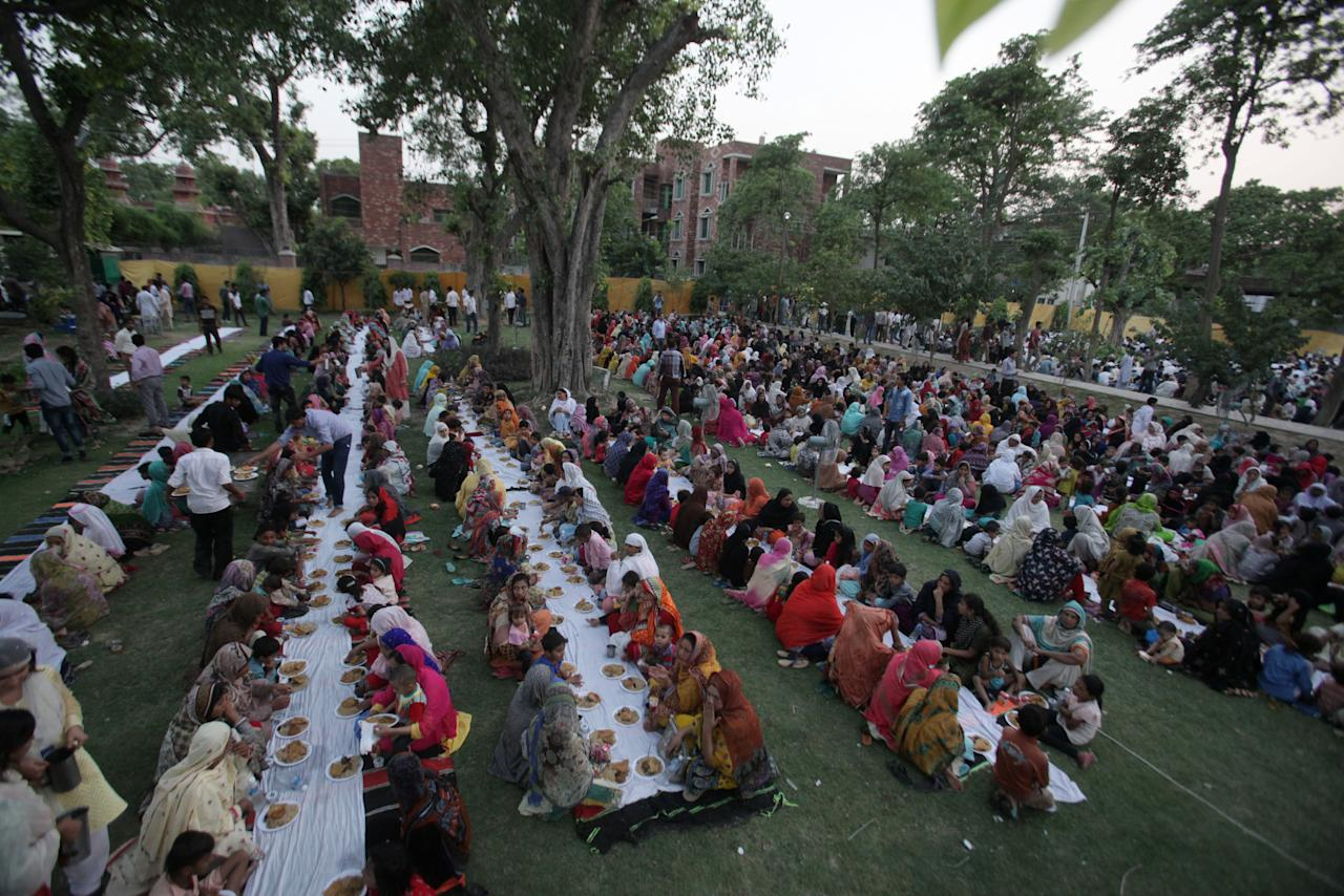 Women break fast in a park during the Muslim holy month of Ramadan in Lahore, Pakistan, May 29, 2017. REUTERS/Mohsin Raza