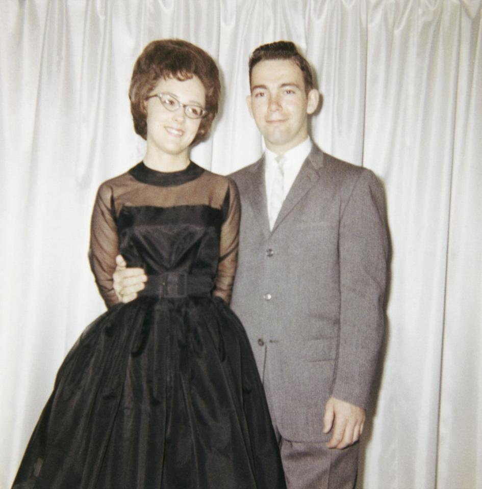 <p>The full skirt of the '60s and hourglass silhouette lead to girls everywhere belting their prom dresses in the late '60s and early '70s. Can we talk about those chic glasses though?!</p>