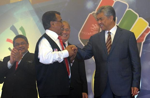 Deputy Prime Minister Datuk Seri Dr Ahmad Zahid Hamidi (right) during the launch of 'Road to World Skills Abu Dhabi 2017 Gold ' event at the Putra World Trade Center, Kuala Lumpur, April 17, 2017. — Bernama pic