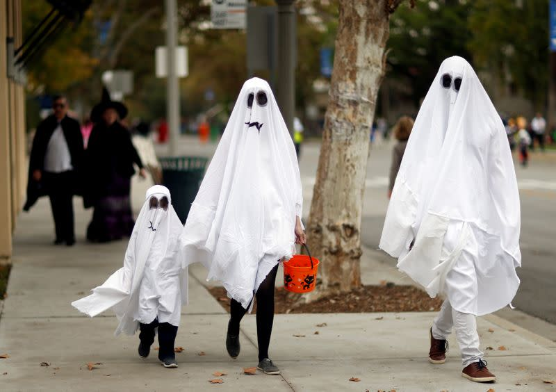 CDC asks Americans to avoid trick-or-treating, indoor Halloween parties