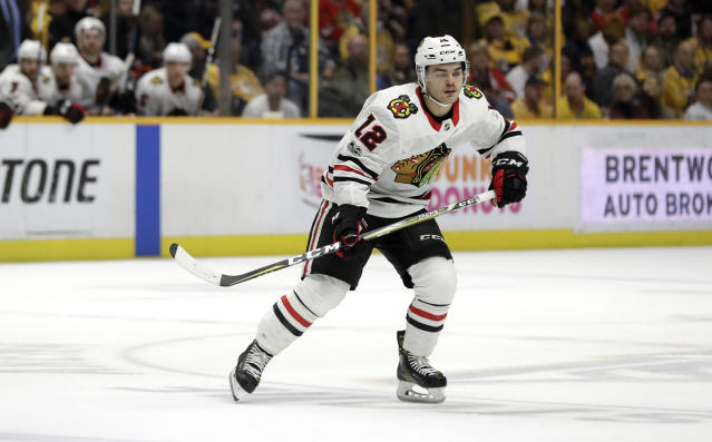 "<a class=""link rapid-noclick-resp"" href=""/nhl/teams/chi/"" data-ylk=""slk:Chicago Blackhawks"">Chicago Blackhawks</a> right wing Alex DeBrincat is quickly proving his elite scoring in the CHL can translate to the highest level. (AP Photo/Mark Humphrey)"