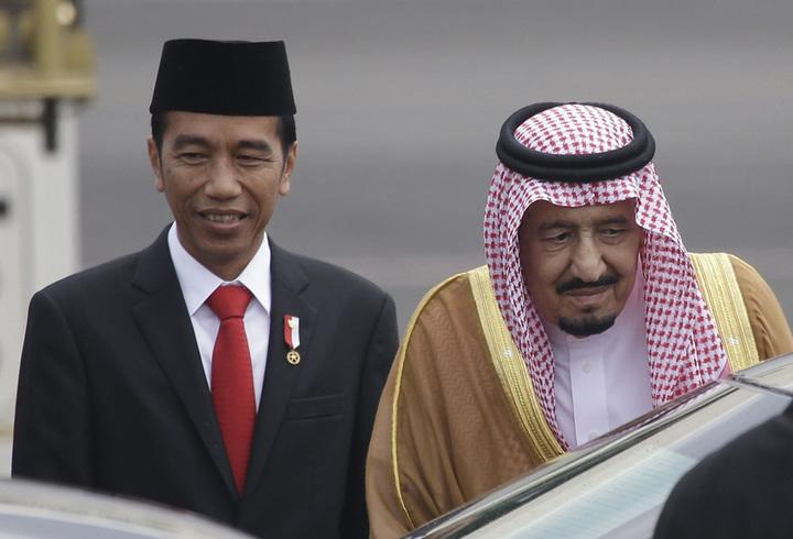 King Salman and Indonesian President Joko Widodo at the presidential palace (Credit: AP/REX/Shutterstock)