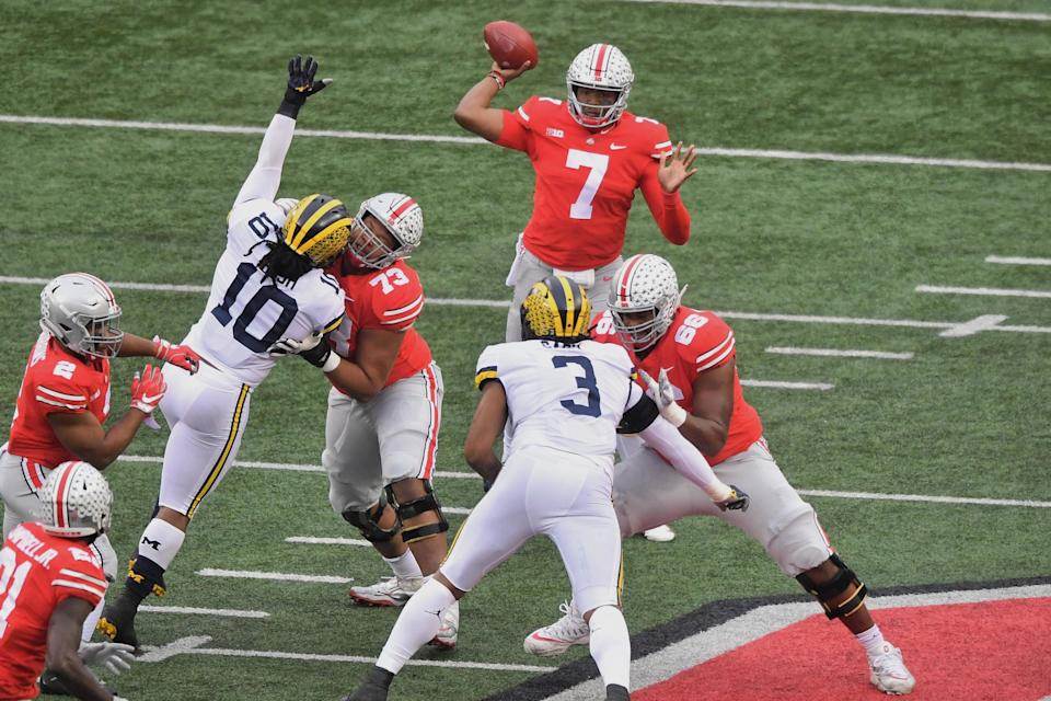 COLUMBUS, OH - NOVEMBER 24:  Quarterback Dwayne Haskins #7 of the Ohio State Buckeyes passes against the Michigan Wolverines at Ohio Stadium on November 24, 2018 in Columbus, Ohio. Ohio State defeated Michigan 62-39.  (Photo by Jamie Sabau/Getty Images)