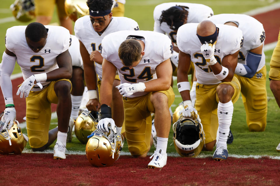 TALLAHASSEE, FL - SEPTEMBER 05: Notre Dame Fighting Irish linebacker Jack Kiser (24), Notre Dame Fighting Irish safety DJ Brown (2), and Notre Dame Fighting Irish running back Logan Diggs (22) before the game between the Notre Dame Fighting Irish and the Florida State Seminoles on September 5, 2021 at Bobby Bowden Field at Doak Campbell Stadium in Tallahassee, Fl. (Photo by David Rosenblum/Icon Sportswire via Getty Images)