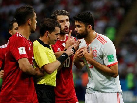 Soccer Football - World Cup - Group B - Iran vs Spain - Kazan Arena, Kazan, Russia - June 20, 2018 Spain's Diego Costa protests to referee Andres Cunha REUTERS/Jorge Silva