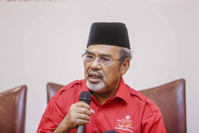 Datuk Seri Tajuddin Abdul Rahman said Umno members who have publicly said Datuk Seri Najib Razak is a liability to the party do not deserve to remain in the party. ― Picture by Firdaus Latif