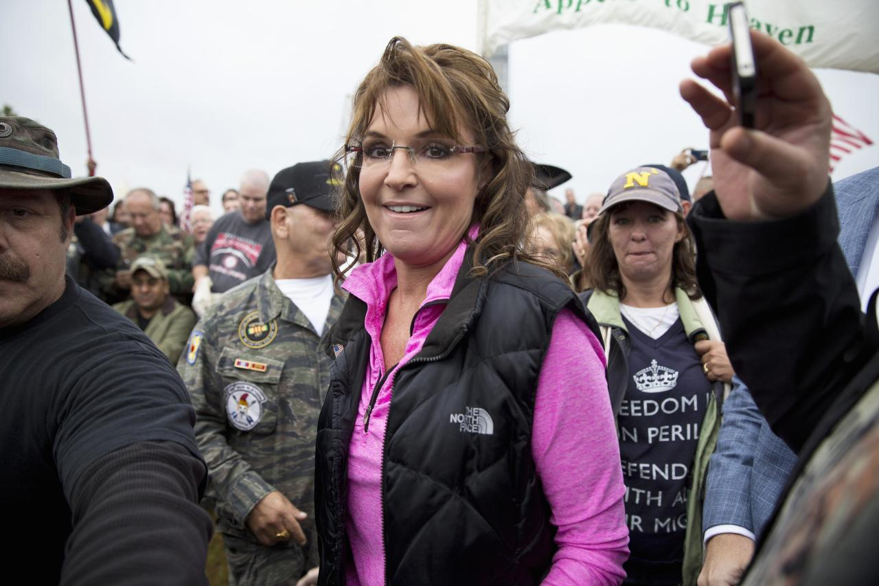 "Former Alaska Governor Sarah Palin arrives at the ""Million Vet March on the Memorials"" at the U.S. National World War II Memorial in Washington October 13, 2013. The group was organized in protest of to the Obama administration's decision to close the memorial and bar entry to World War Two vets who had traveled to visit it during the partial government shut down. REUTERS/Joshua Roberts (UNITED STATES - Tags: POLITICS BUSINESS EMPLOYMENT MILITARY CIVIL UNREST)"