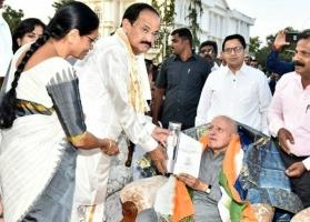 VP Venkaiah Naidu urges young scientists to emulate MS Swaminathan, work to uplift farmers