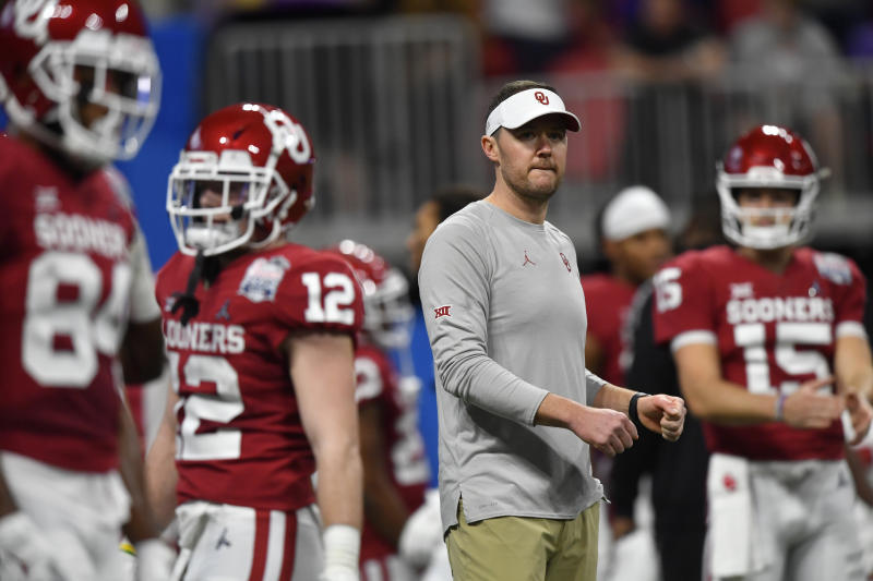 Oklahoma head coach Lincoln Riley speaks with his team before the first half of the Peach Bowl NCAA semifinal college football playoff game against LSU, Saturday, Dec. 28, 2019, in Atlanta. (AP Photo/John Amis)