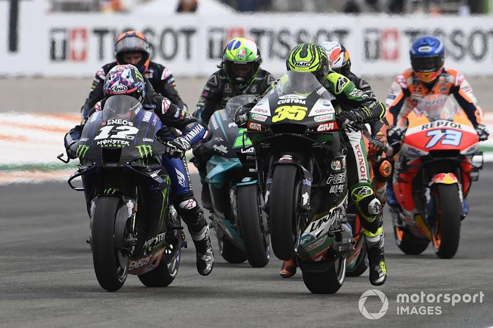 "Cal Crutchlow, Team LCR Honda, Maverick Vinales, Yamaha Factory Racing practican la salida<span class=""copyright"">Gold and Goose / Motorsport Images</span>"