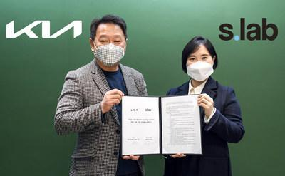 DongSoo Ahn (left), Vice President and Head of the PBV Business Group at Kia Corporation, and Suah Lee, CEO of S.lab Asia Inc., at the MOU-signing ceremony in Seoul on January 28
