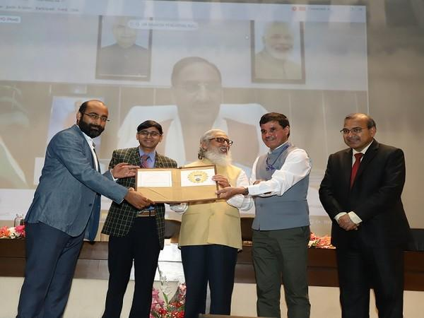 TECHADEMY receiving the MoU from AICTE at the launch of NEAT 2.0