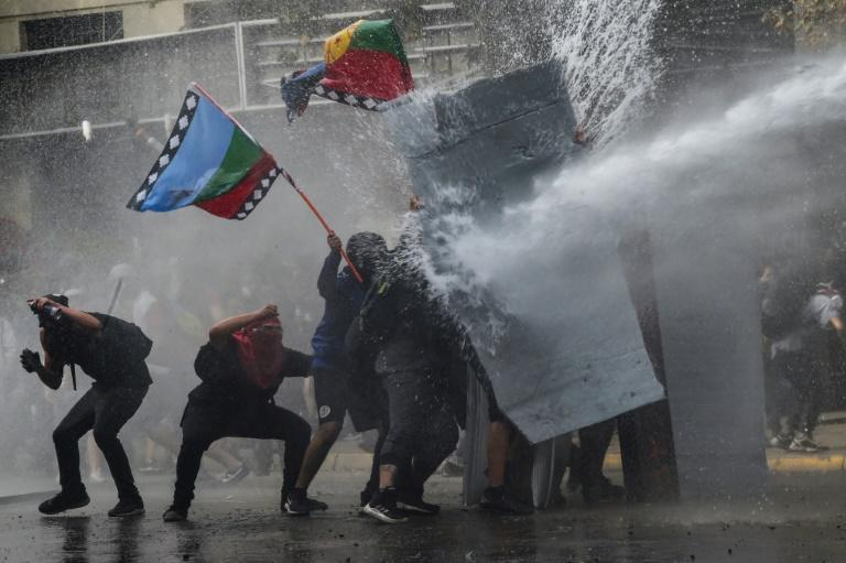 Fresh clashes erupted in the Chilean capital Santiago as protests entered their third week
