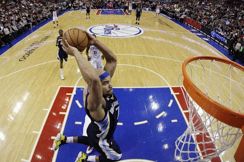Memphis Grizzlies' Jerryd Bayless goes up for a dunk during the first half of an NBA basketball game against the Philadelphia 76ers, Monday, Jan. 28, 2013, in Philadelphia. (AP Photo/Matt Slocum)