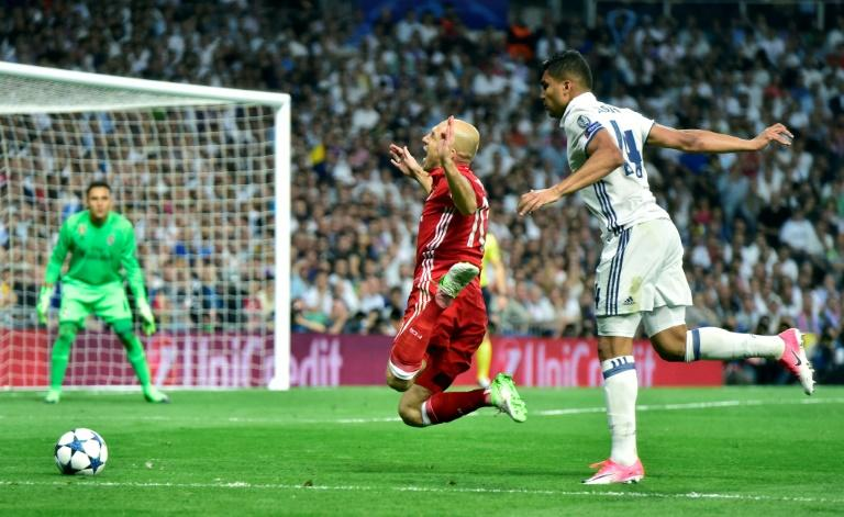 Bayern Munich's midfielder Arjen Robben (L) is fouled by Real Madrid's Brazilian midfielder Casemiro during the UEFA Champions League quarter-final second leg football match Real Madrid vs FC Bayern Munich on April 18, 2017