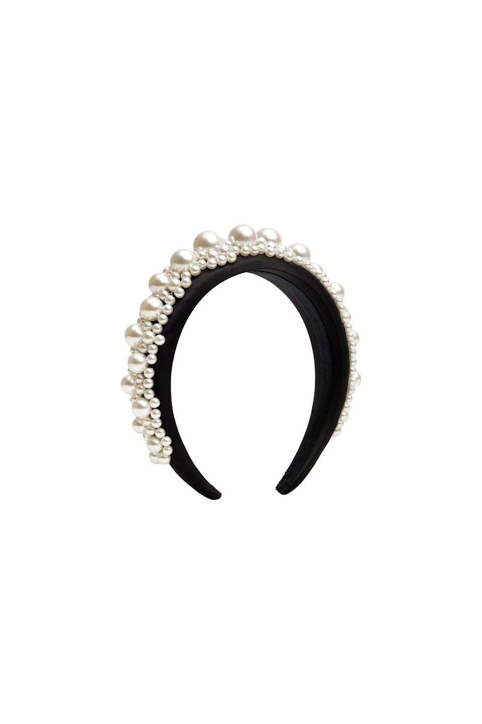 <p><span>Simone Rocha x H&amp;M Pearly Alice Band</span> ($60).</p>