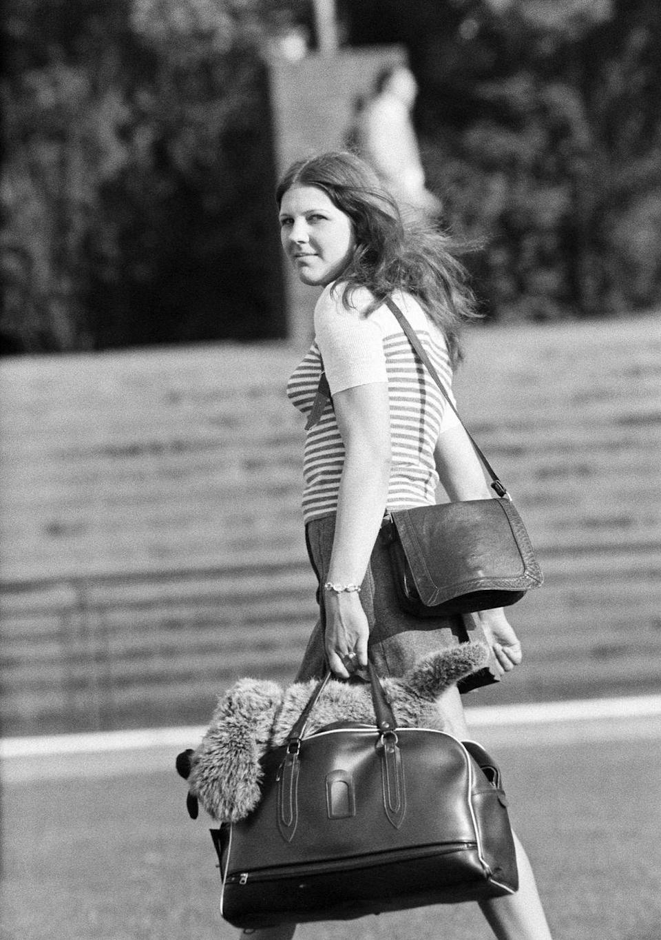 <p>A year later, larger bags were still in style, this time in the form of weekenders. They were the ultimate accessory if you wanted to be stylish while traveling—after all, who doesn't want to look like a jet-setter? </p>