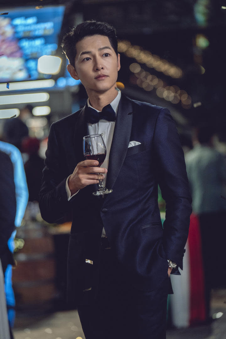Song Joong Ki plays Vincenzo, a dapper Italian Mafia on a mission to retrieve unbelievable wealth while getting rid of all that get in his way in Vincenzo