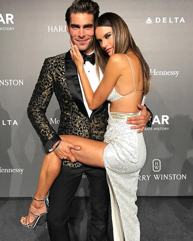 Of course, models Jon Kortajarena and Alessandra Ambrosio know how to strike a pose for the cameras.