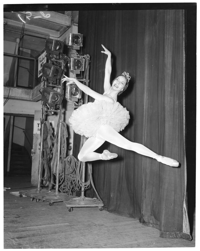 Alicia Alonso en 1954. (Photo by Los Angeles Examiner/USC Libraries/Corbis via Getty Images)