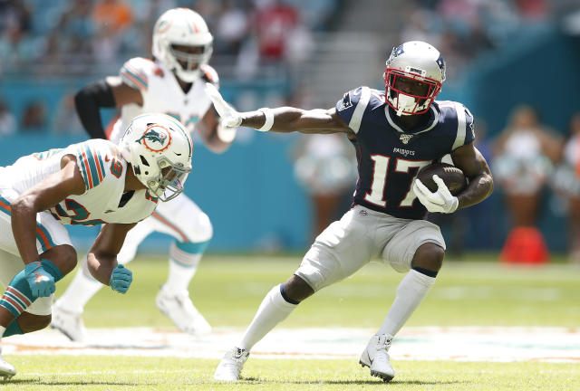 MIAMI, FLORIDA - SEPTEMBER 15: Antonio Brown #17 of the New England Patriots runs the ball after a catch thrown by Tom Brady #12 against the Miami Dolphins during the first quarter in the game at Hard Rock Stadium on September 15, 2019 in Miami, Florida. (Photo by Michael Reaves/Getty Images)