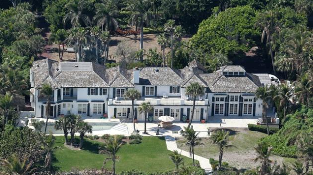 tiger woods ex wife bulldozes 12 million home. Black Bedroom Furniture Sets. Home Design Ideas