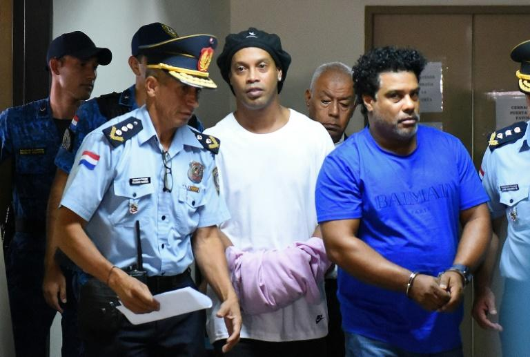 Brazilian football legend Ronaldinho (C) and his brother Roberto (R) arrive at Asuncion's Palace of Justice after being found using fake passports to enter the country
